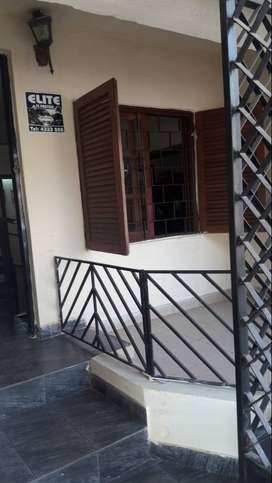 Dueña vende casa o permuta por dpto dentro de las 4 av