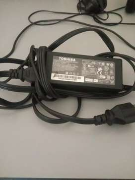 Cargador original portátil Toshiba