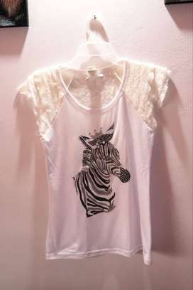 Camiseta blanca para niña o joven, estampada