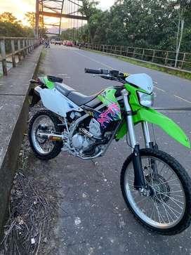 VENDO KLX 250,COMO NUEVA