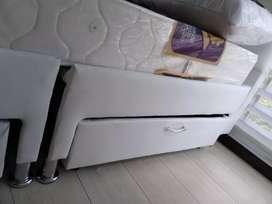 Base cama dividida con cajones
