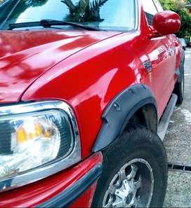Camioneta Ford cabina y media