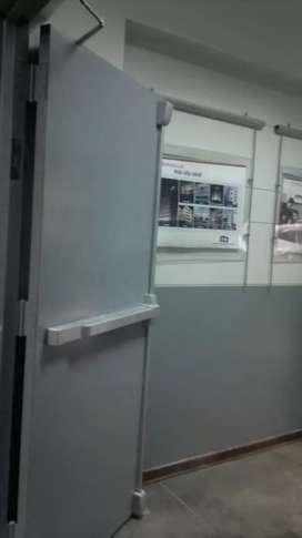Puertas cortafuego, puertas de emergencia