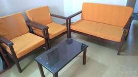 Se Vende Sala 4 Puestos Y Mesa de Centro