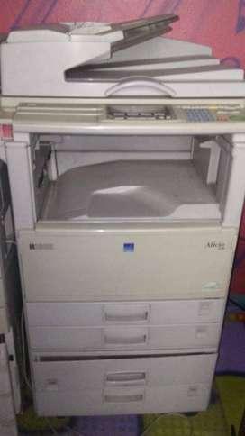 Tecnología negociable: fotocopiadoras y computador portatil e impresora multifuncional.