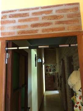 Barra dominada puerta extensible cromada