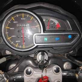 vendo permuto por carro moto discover 125 str modelo 2019 papeles marzo 2022