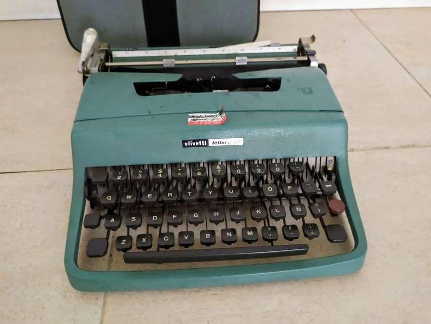 maquina de escribir olivetti lettera 32 con funda 0