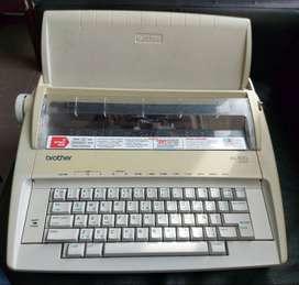 Maquina de Escribir Electrica - Brother ML100 Standard