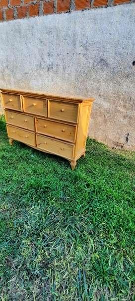 Mueble de pino sin uso impecable