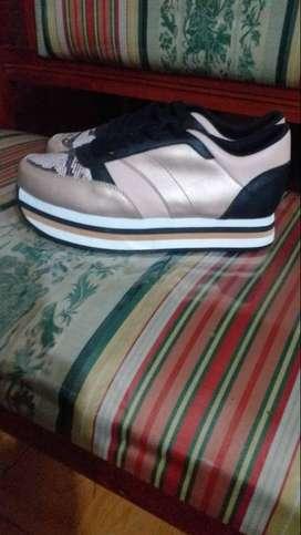 Zapatos en buena calidad y es  talla 39