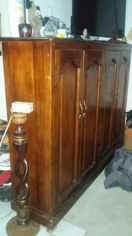 Mueble de madera puro en venta buen estado