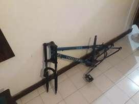 Cuadro de bicicleta con horquilla,buen estado