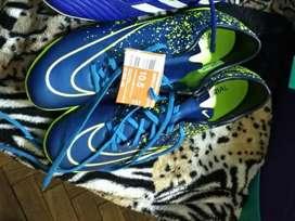 Botines Nike 43.5 originales nuevos con etiquetas