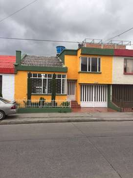 Hermosa casa barrio San Fernando estrado 4 Medio. Con excelente ubicacion.