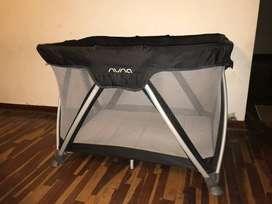 Cuna Pack & Play marca Nuna con cambiador