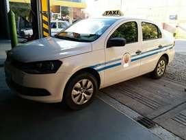 VENDO TAXI (auto + licencia)