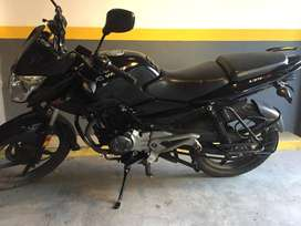 Moto Bajaj Rouser 135.