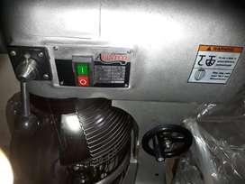 BATIDORA INDUSTRIAL Avantco MX20 20 Qt. NUEVA