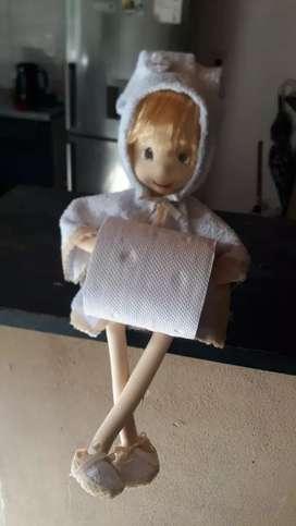 Muñecas porta papel higiénico y porta servilletas