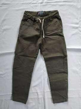 Jogger pantalón verde militar NIÑO talla 8