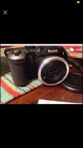 Vendo cámara Kodak PIXPRO AZ251 de 16MP