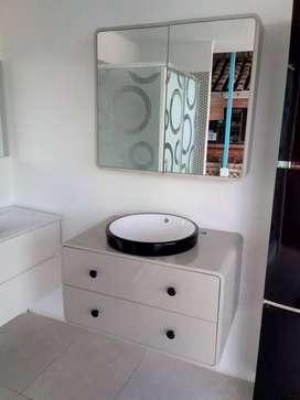 gabinete y espejo ,en PVC