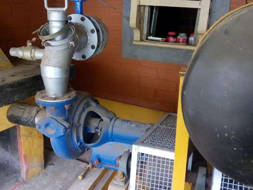 "Estiercolera motor DEUZT diesel 164 HP - Bomba  4""X4""HIDROMAC"""
