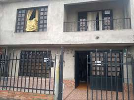 Se Vende o se permuta por casa en cali (Casa de 84m2, 2 piso, 3 hab, 2 baños, parqueadero. Barrio: San Carlos Palmira)