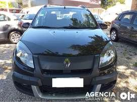 Renault SANDERO  STEPWAY PRIVILEGE NAV 2013 con 72960 kilómetros y a NAFTA. Color NEGRO