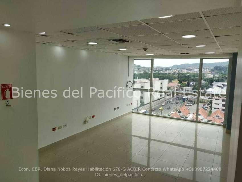 VENTA Oficina Edificio City Office con 2 parqueos, Guayaquil. 0