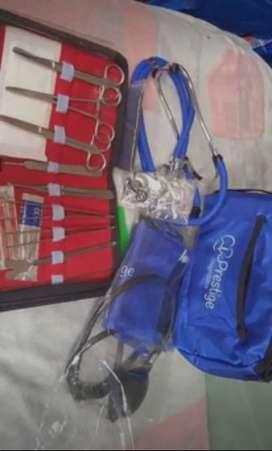 Fonendoscopio tensiómetro y kit de cirugía