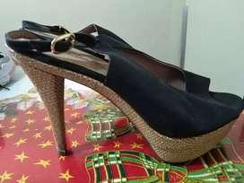 Se venden zapatos elegantes para  dama