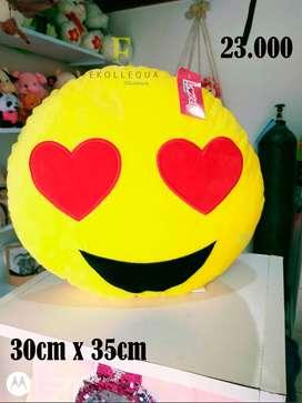 cojín de emoji   30cm x 35cm
