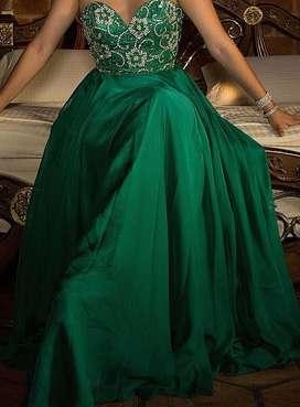 Vestido verde Sherri Hill elegante