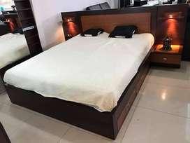Fabricación y venta de muebles al por mayor y menor