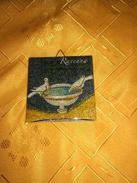 VENDO Souvenirs: Busto de Nefertiti 22x6 cm $ 1500/ Mosaico Ravena 10x10 cm $ 200/Monaco diam.12 cm $ 200/Texas diam. 18