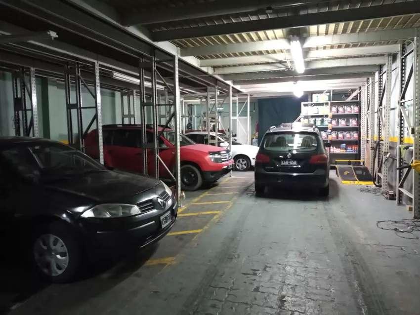 Alquilo espacio para mecánicos