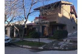 Casa en Venta Neuquén Centro 4 dorm y oficina
