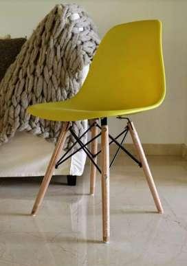 Silla Eames Amarilla Diseño Moderno