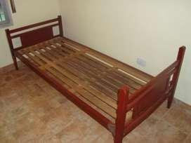 Cama de una plaza buena madera