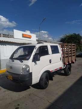 Kia k2700 doble cabina y estacas 4x4