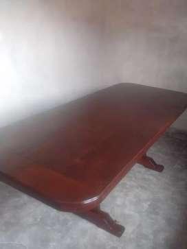 Mesa de algarrobo y 8 sillas