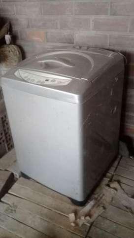Se vende lavadora LG digital $500