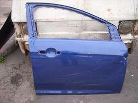 repuesto ford, puerta delantera derecha original usada leve detalle ford focus 2