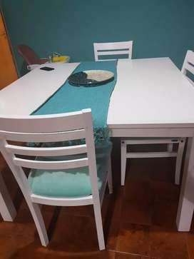 Mesa blanca+4 sillas + sillon 3 cuerpos