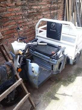 Vendo permuto motocarro tricargo 125 marca zanella.