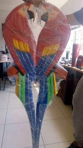 Se vende Hermoso papagayos en madera pintados