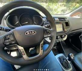 Se vende carro kia rio sedan con rines de lujo, pantalla y cámara en muy buenas condiciones