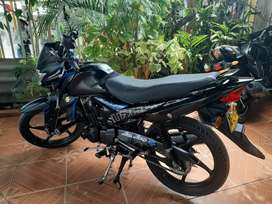 Vendo moto un año 10 meses de uso